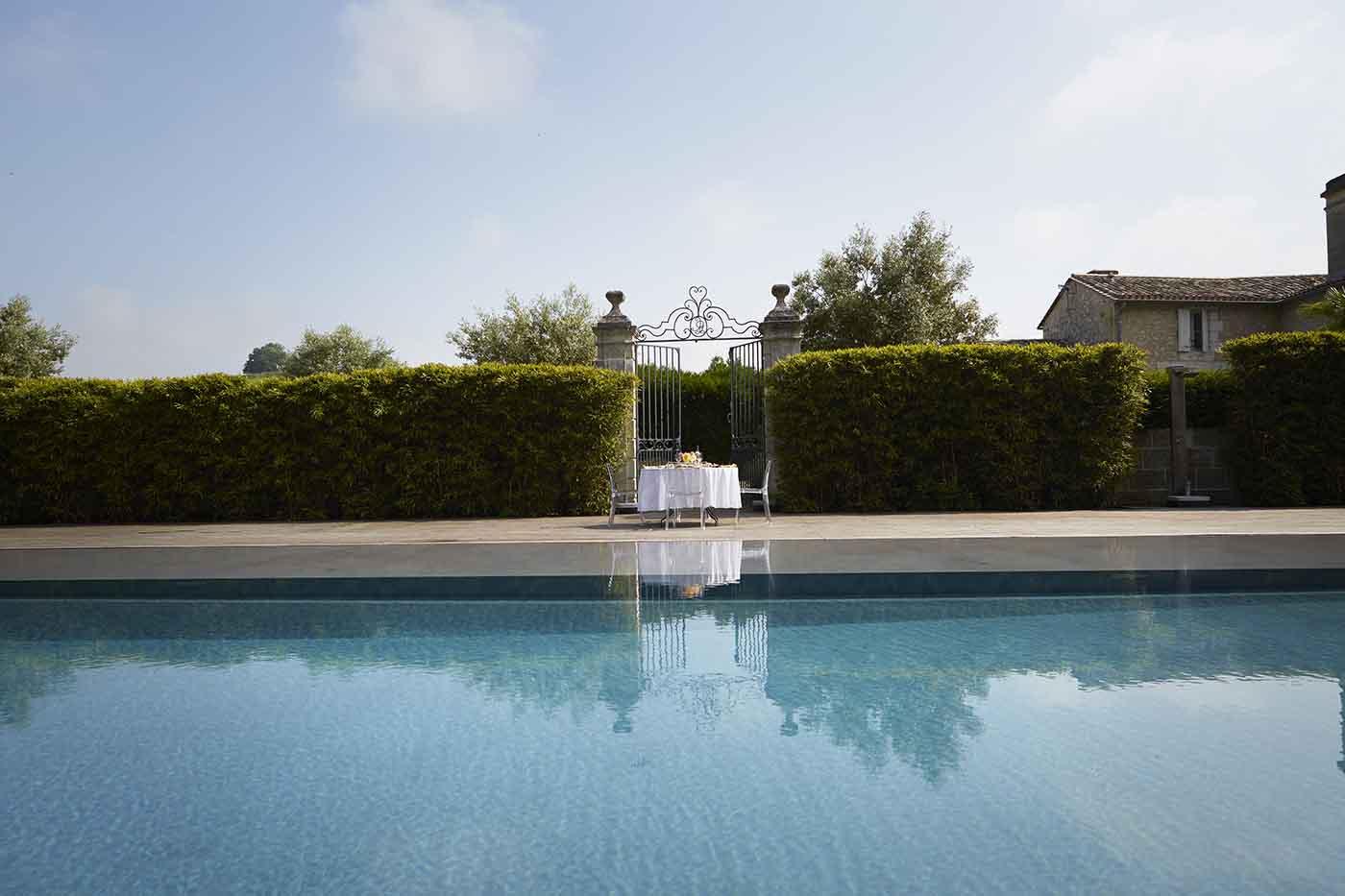 chateau dauphine piscine les balades de claire. Black Bedroom Furniture Sets. Home Design Ideas
