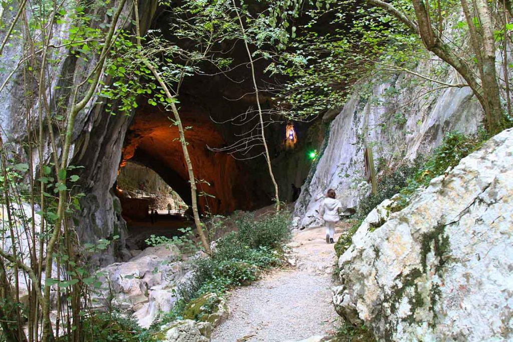 La grotte des Sorcières
