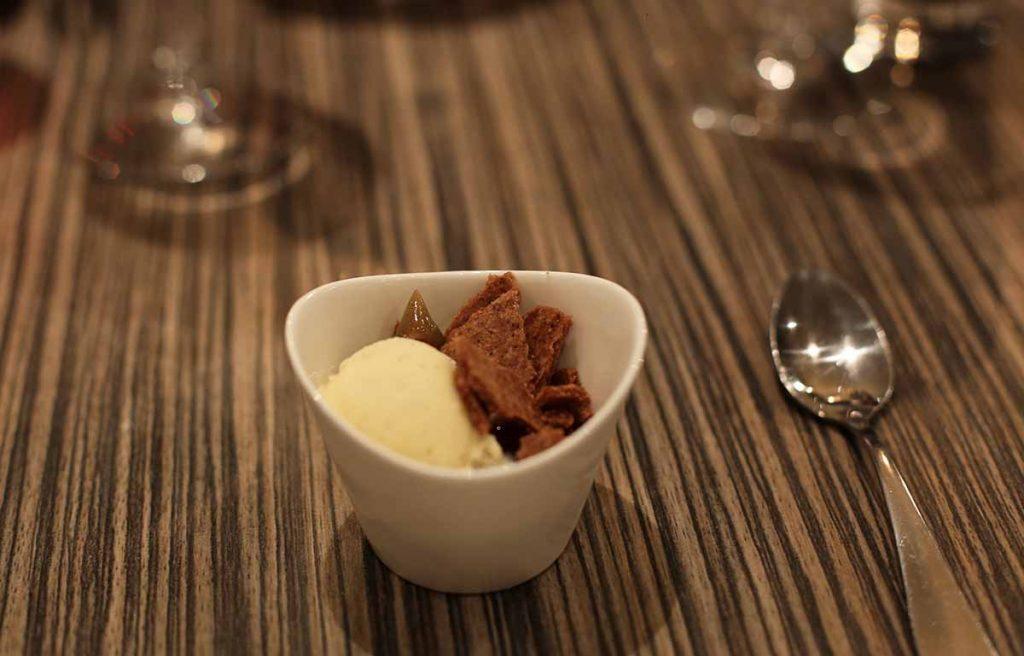 Pré dessert à la vanille, confiture et biscuit