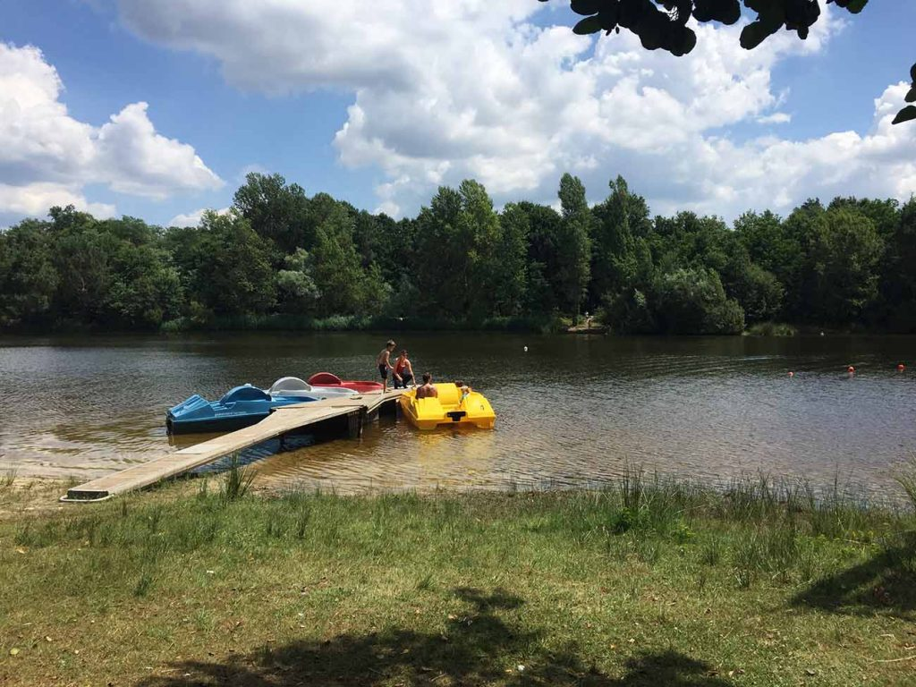 pedalo-base-de-loisirs-des-lacs-du-moulin-blanc